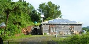 panneau solaire sur un site isolé en Martinique