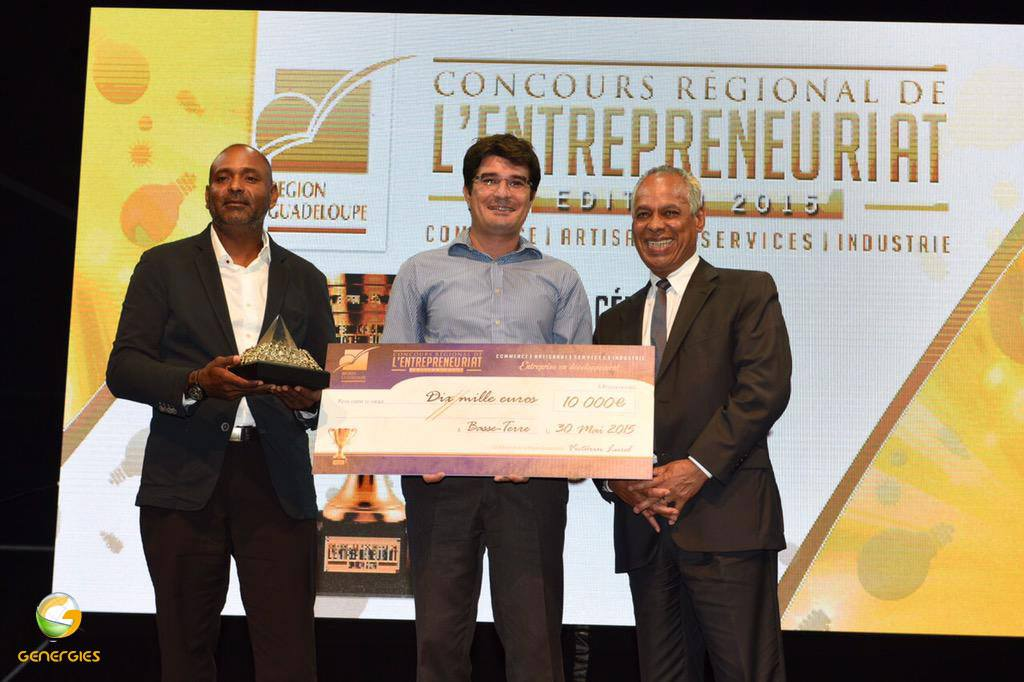 Genergies reçoit le premier prix dans la catégorie industri au concours régional de l'entrepreunaiat 2015 organisé par la Région Guadeloupe